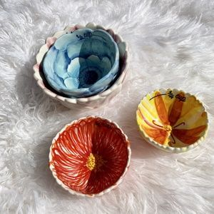 Anthropologie Biscuit Flower Measuring Cups
